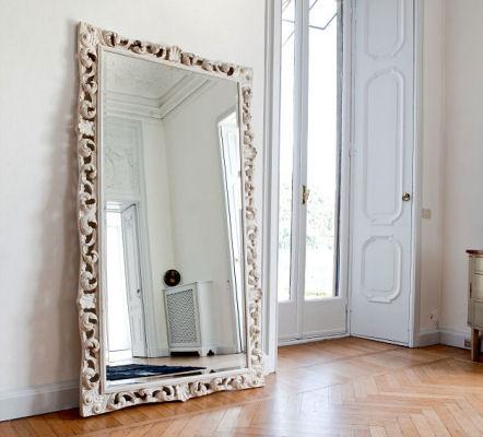 Espejos trucos para crear m s espacio universo muebles for Espejo grande habitacion