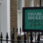 El  escritorio de Dickens vuelve a casa