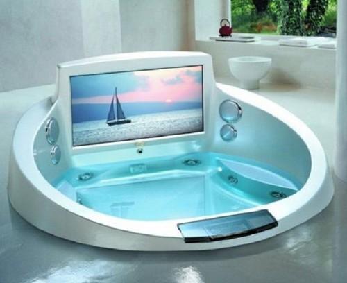 bañera con tv incorporado