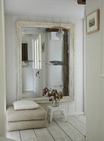 Ideas para la decoraci n de los recibidores universo muebles for Mueble zapatero poco fondo
