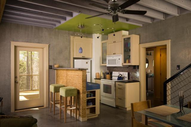Cocina peque a bien aprovechada universo muebles for Cocinas pequenas para apartamentos
